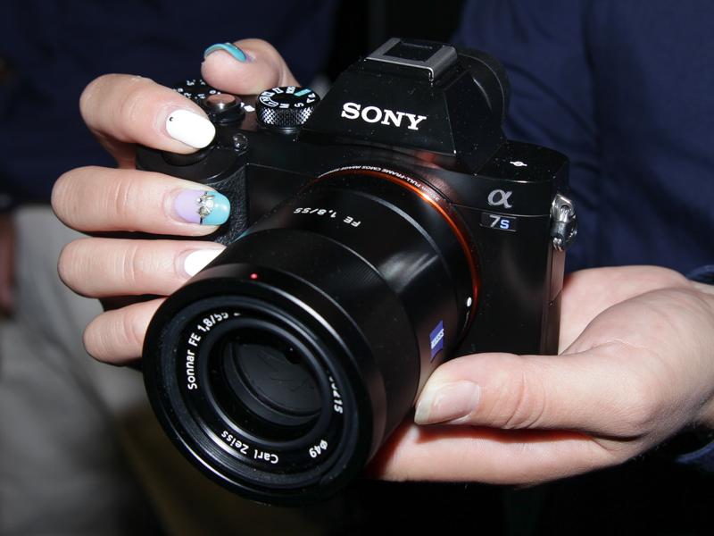 α7S。最高ISO409600の超高感度撮影に対応したフルサイズセンサー搭載Eマウント機。6月20日発売