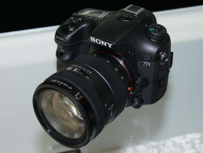 α77 II。デジタルカメラ最多の79点位相差AFセンサー(像面AFセンサーを除く)を搭載するAマウント機。6月6日発売
