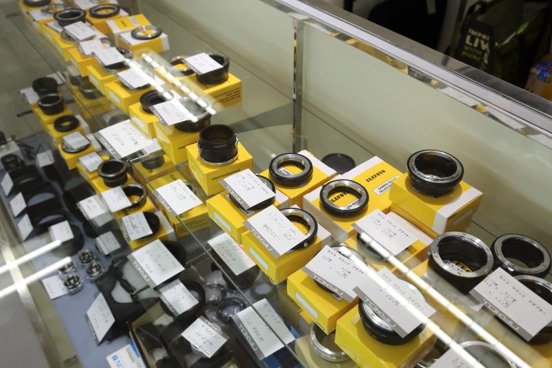 ICSに加盟するカメラショップのほか、マウントアダプターでお馴染みのエレフォトも出店。会場内で買ったレンズに合うマウントアダプターも即手に入れることができる。