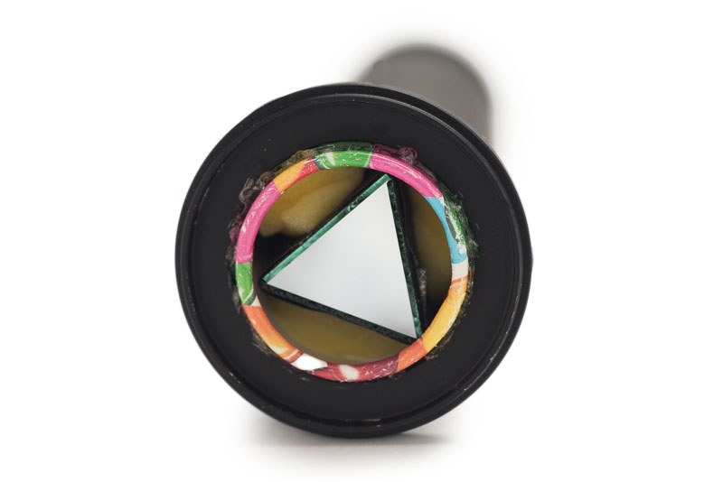 筒の後ろ側には52mm→37mmのステップダウンリングを両面テープで装着。たとえばフィルター径が52mmのレンズであればそのまま着けられるし、他のサイズであればステップアップリングなどで調整すればいい