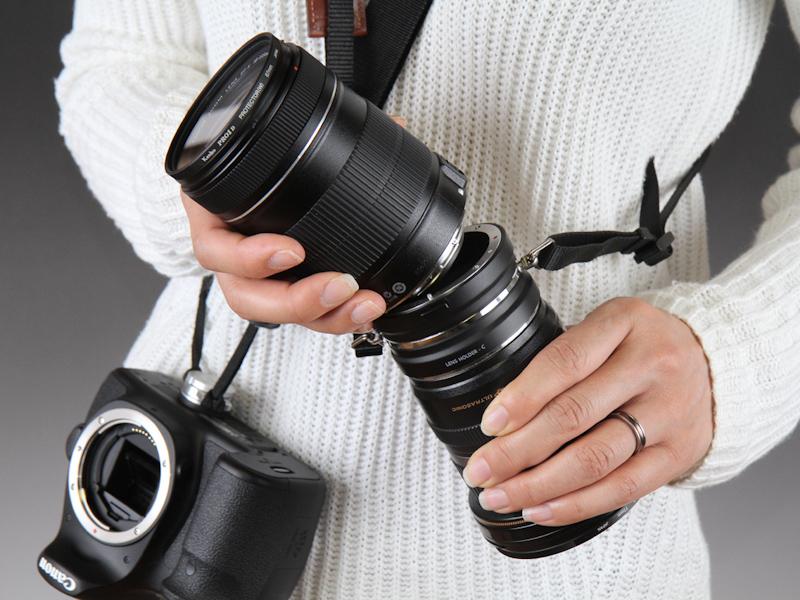 レンズ交換の際にレンズを落とすリスクを減らす