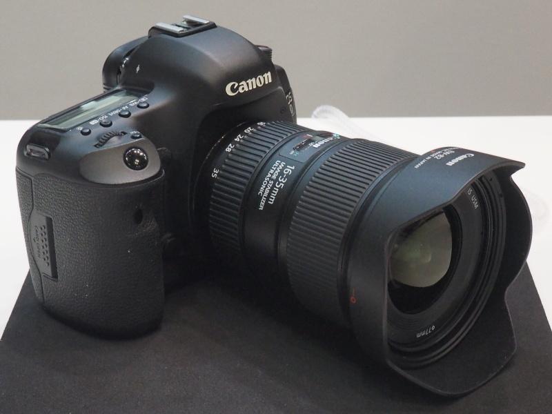 EF 16-35mm F4L IS USM装着例