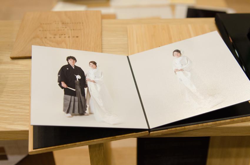 竹の直線的な美しさと自然な風合いが調和するフォトアルバム。硬く厚みのある表紙は「表紙」というより「表板」です。