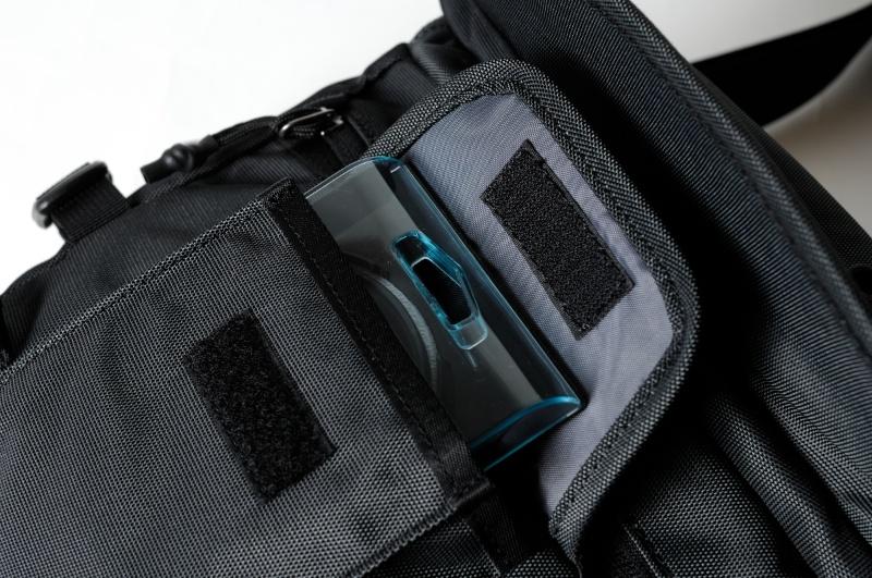 手前のフロントポケットにはフィルターなども収納可能