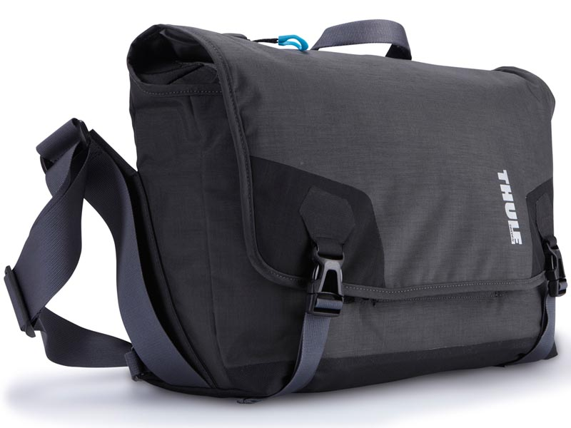 こちらはPerspektiv Messenger Bag。計6製品をラインナップする