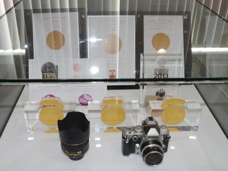 カメラグランプリ三冠など、DfとAF-S NIKKOR 58mm F1.4Gの受賞歴を展示