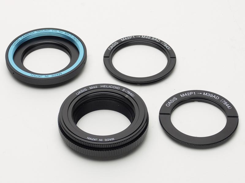 レンズ以外に必要なアイテム。すべてトミーテック製で、左上から「カメラマウントDXマイクロフォーサーズ用(5012)」、「M42P1→M49.8AD(7843)」、「M42ヘリコイドS(7840)」、「M42P1→M39AD(7844)」
