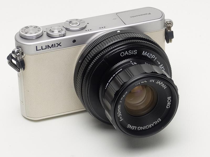 より小型の「LUMIX DMC-GM1」に装着したところ