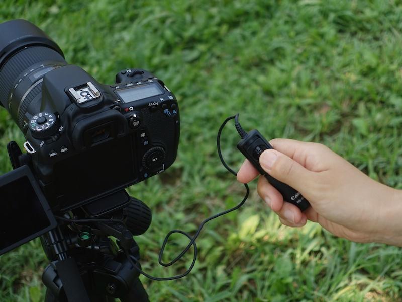 ケーブルレリーズがあれば、カメラを指でぶらすことなく撮影できます。