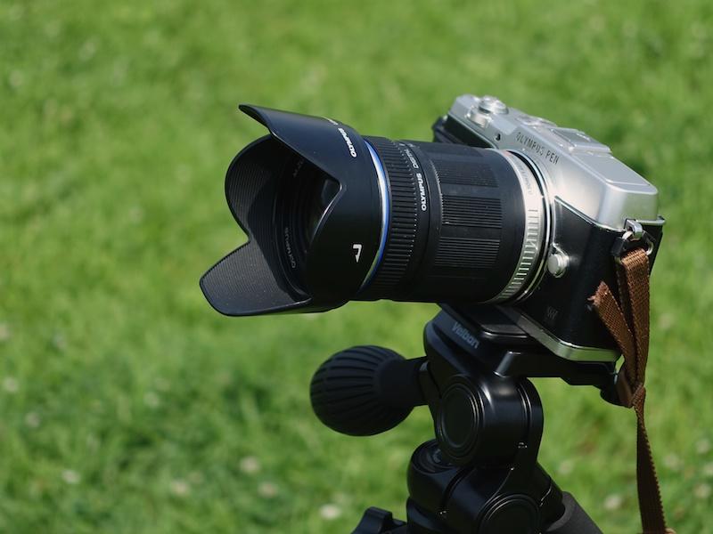 花火撮影は忙しいので、レンズ交換せずにどんどん撮りたいもの。おすすめは高倍率ズームレンズ。標準ズームレンズより、望遠側の焦点距離が伸びます
