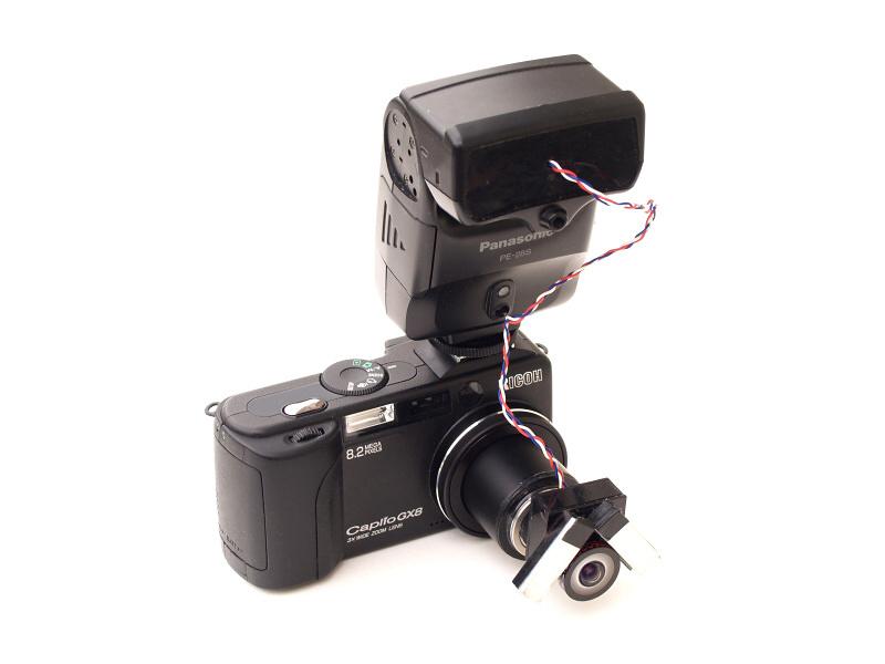 ちなみに、これが東京昆虫デジワイドの撮影に使用したデジカメである。RICOH Caplio GX8のレンズ先端に魚露目8号を直付けし、使い切りカメラのストロボ発光部を改造した2灯式ストロボを装着。今見るとちょっと凝りすぎかも知れない(笑)。今回は最新のTG-3の形状に合わせ、全く異なるタイプのディフューザーを製作しよう