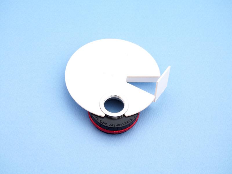 魚露目8号を外したアダプターに、拡散板を両面テープで接着する