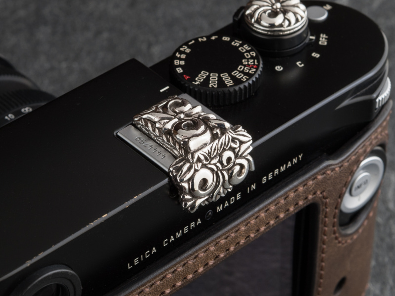 New Premium Floral カメラホットシューカバーは税込4万9,680円だ
