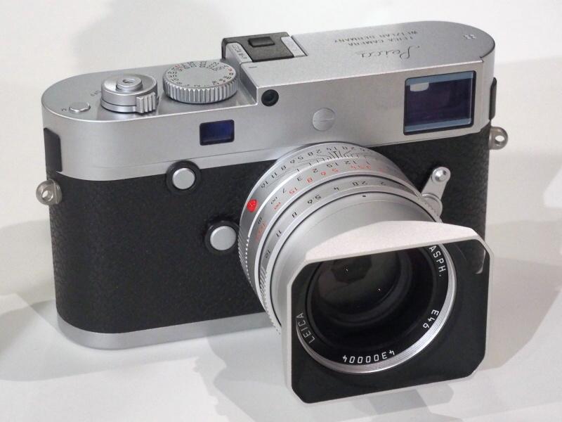 シルバーのズミルックス35mmをライカM-Pに装着。シルバークロームは国内未発売