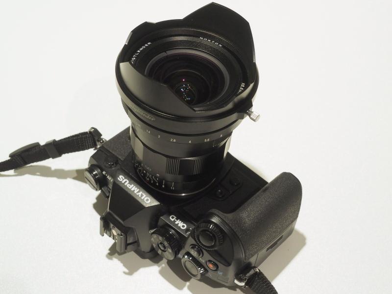NOKTON 10.5mm F0.95。オリンパスE-M1に装着