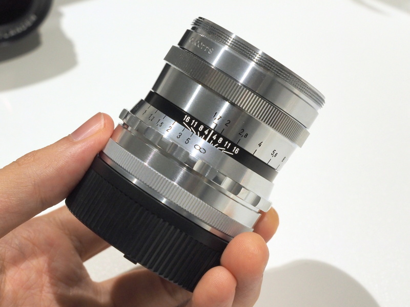 ULTRON 35mm F1.7。左からブラック、シルバー