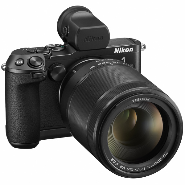 1 NIKKOR VR 70-300mm f/4.5-5.6を装着したNikon 1 V3