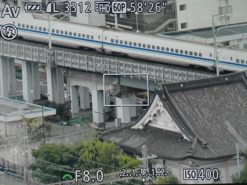 新幹線を望遠で追いかけています
