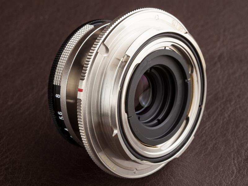 ライカM互換マウントなのでM型ライカなどに装着可能だが、レンズ単体ではピント調整できない