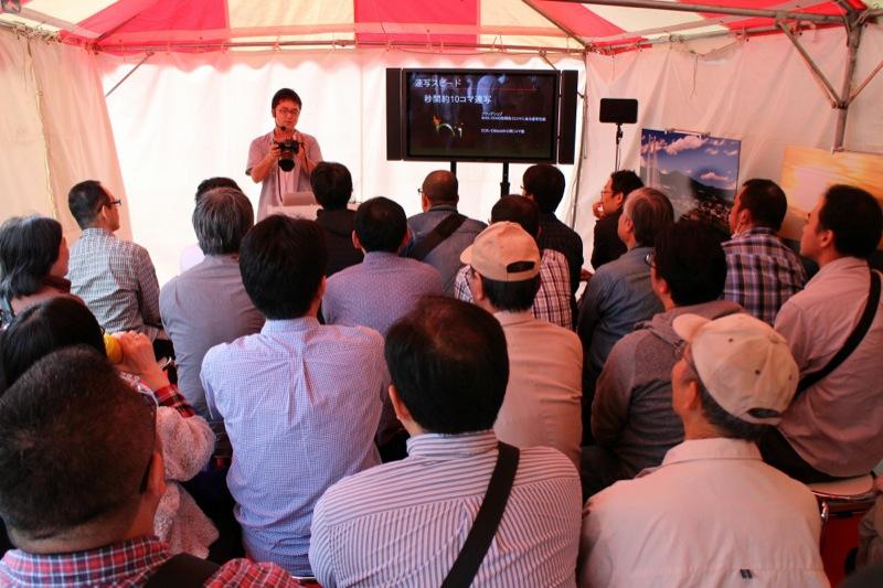 鉄道フェスティバルでの様子。キヤノンのブースには、EOS 7D Mark II目当ての来場者が多数集まった