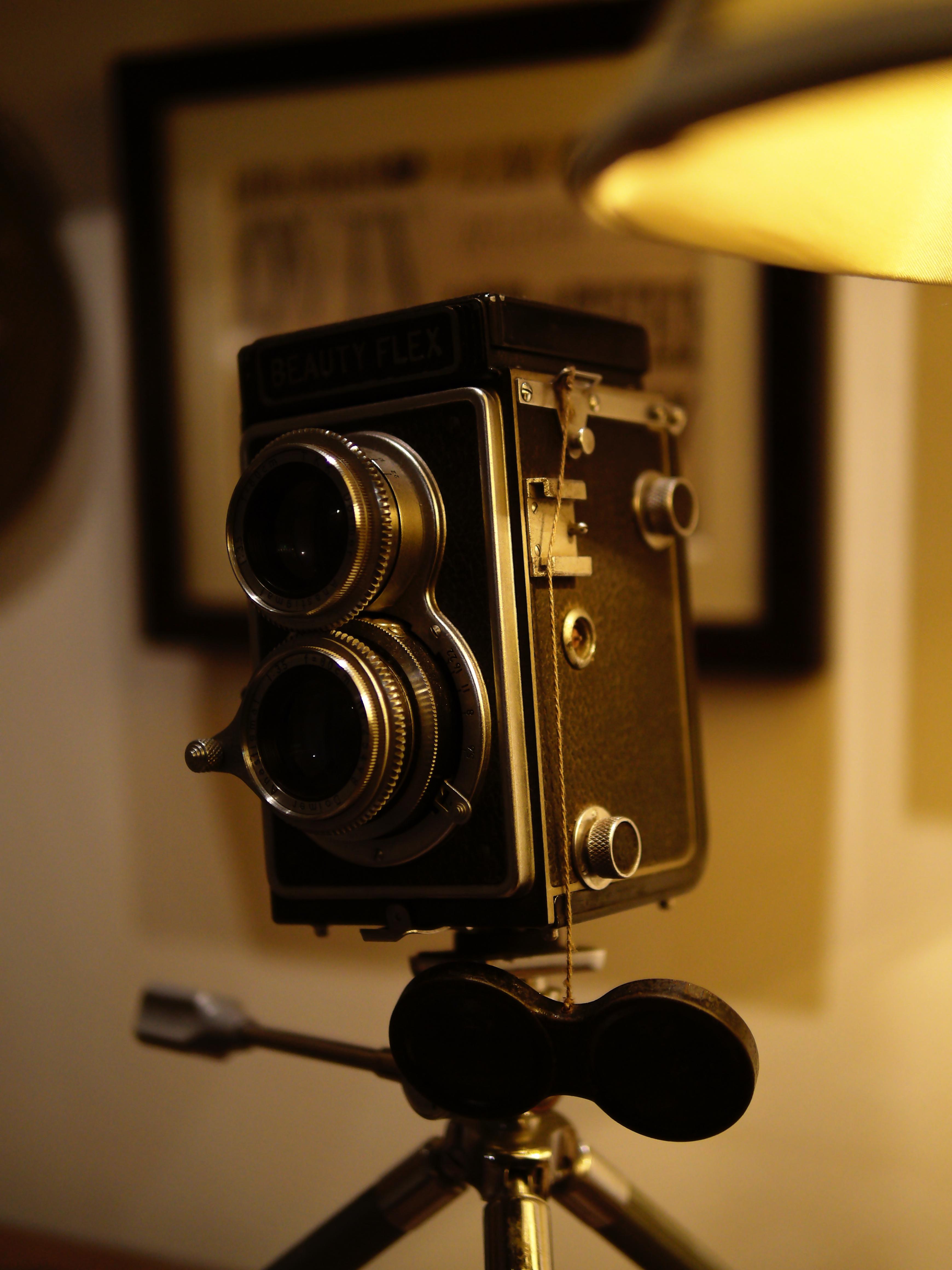 レストランにディスプレーしてあった二眼レフカメラを撮影。LEICA DG SUMMILUX 25mm/F1.4 ASPH.を使用することでローライトコンディションでも十分撮影することができた。ISO800 / F1.4 / 1/109秒 / -1.0EV / 25mm