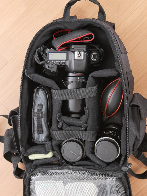 35mmフルサイズカメラの一式が収まる