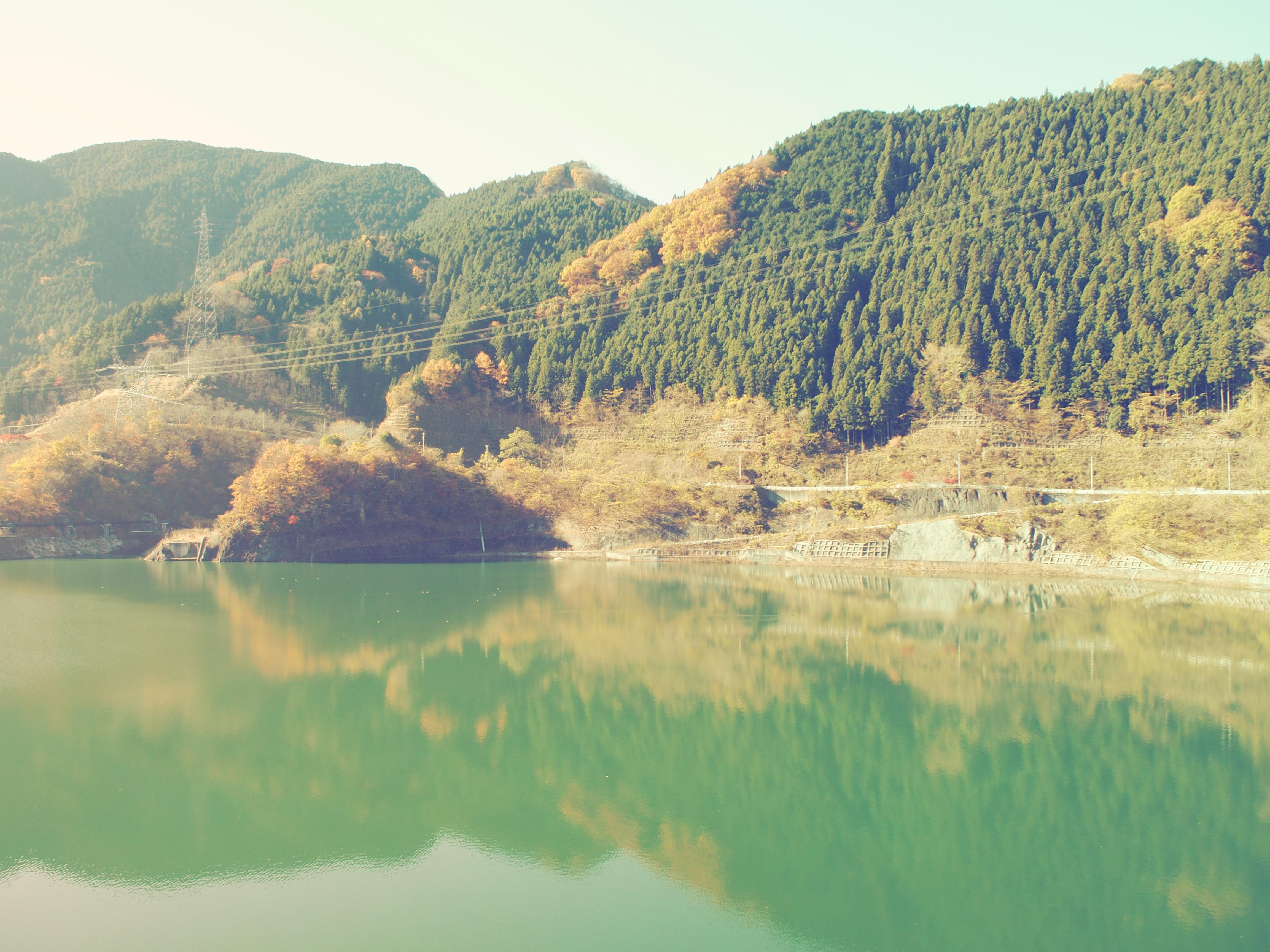 ダムの湖面に写った山並みが綺麗でした。温かさをプラスしたくてタイプIで撮影。M.ZUIKO DIGITAL ED 14-42mm F3.5-5.6 EZ / 1/200秒 / F5.6 / ISO200 /14mm