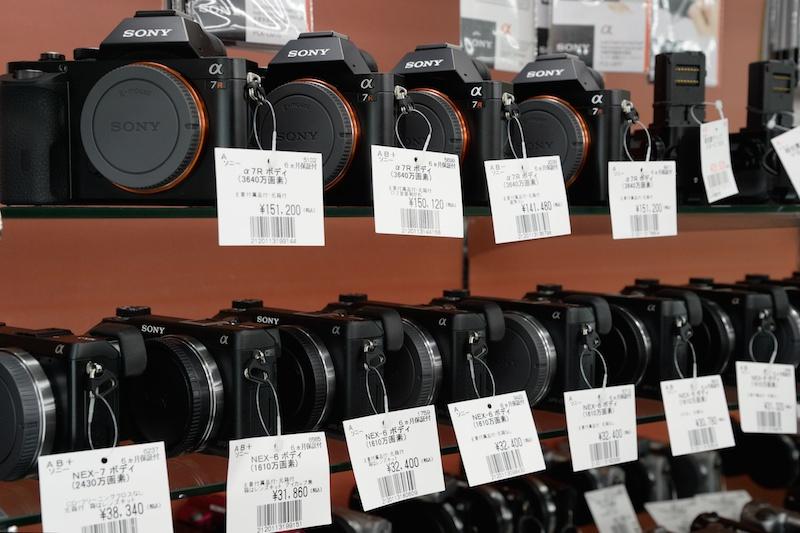 フルサイズのミラーレスモデル、ソニーα7シリーズは中古市場のなかでも人気の高いカメラ。中でも人気が高いのがα7で、取材時は払底していた。写真はすべてα7R。