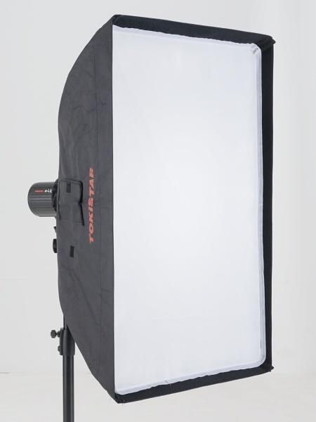 商品撮影などでよく使うのが、ソフトボックスだ。折りたたみ式で小さく畳むことができる。柔らかな光でありながら、余分な光の漏れが少ないのが特徴だ。