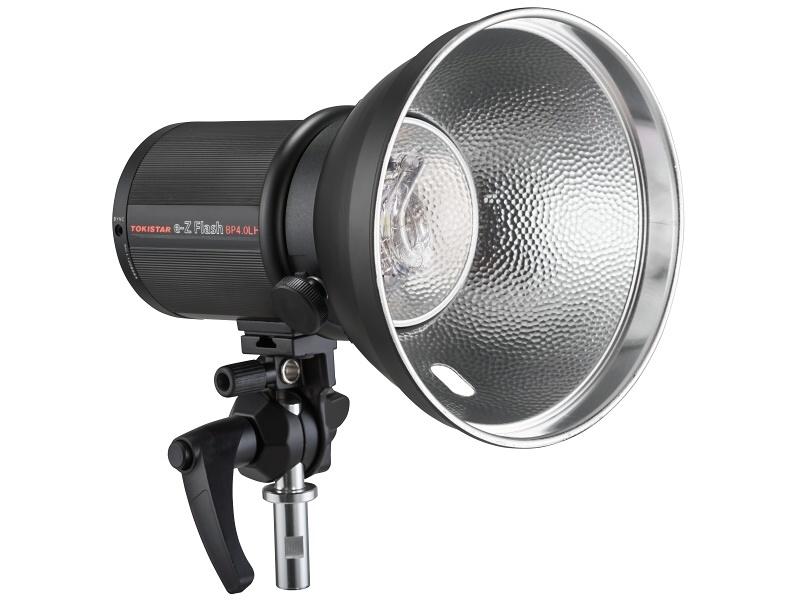 リフレクターは、本体に小さなものが付属しているが、オプションのリフレクターでは、光を効率よく集める働きをする。