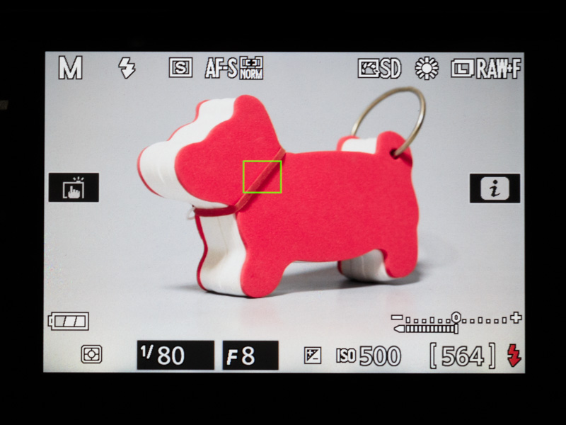 液晶モニターのライブビュー画面。タッチ操作で好きな点にピントを合わせられるほか、拡大表示にしてマニュアルフォーカスで厳密にピントを合わせることも可能だ