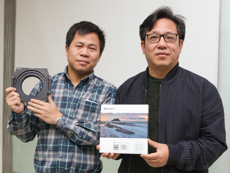 ベンロのトップ劉昊董事長(右)と研究開発マネージャーの陳郁氏