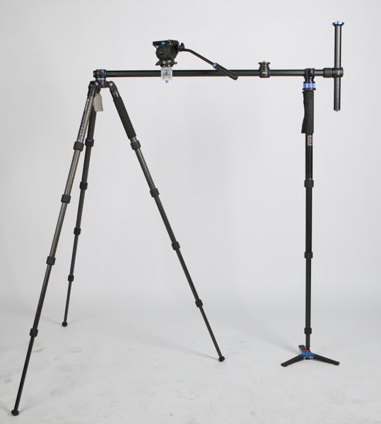 長いセンターポール(順次発売予定)と一脚を使って動画撮影用のスライダーを構築することもできる