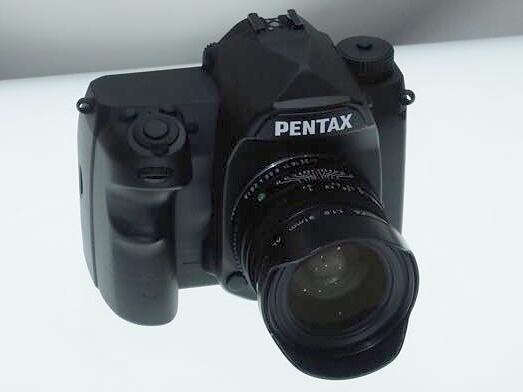リコーイメージングは、ペンタックスの35mmフルサイズセンサー搭載デジタル一眼レフカメラを参考出品
