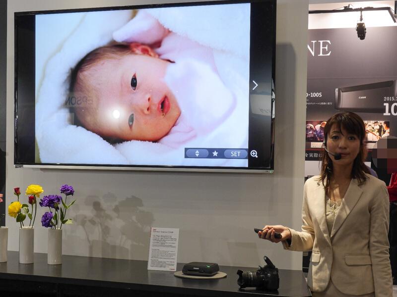 Connect Station CS100は対応カメラを載せるだけで写真を内蔵HDDに取り込め、テレビで鑑賞できる