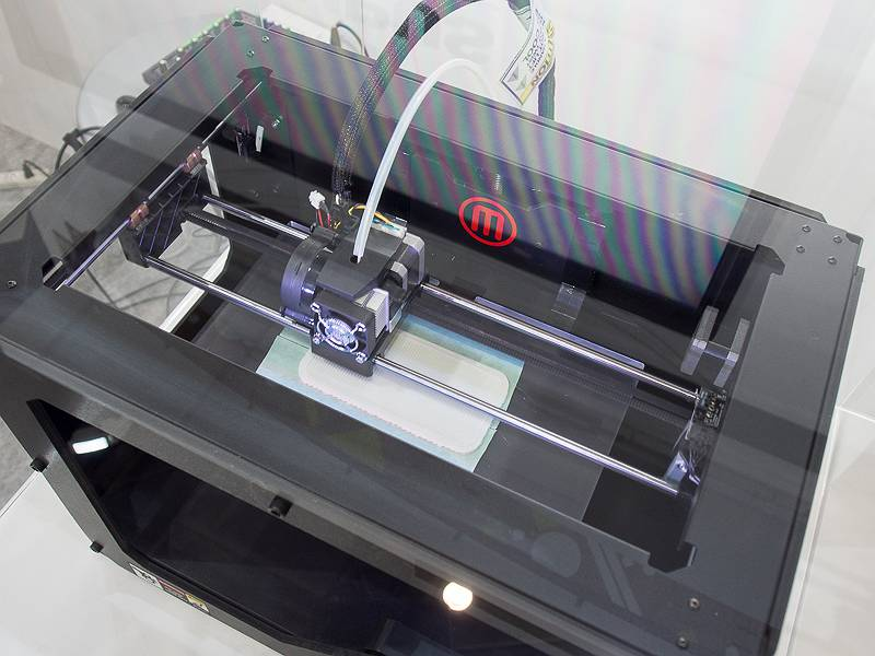 3Dプリンターでの実際の制作の様子が見られる