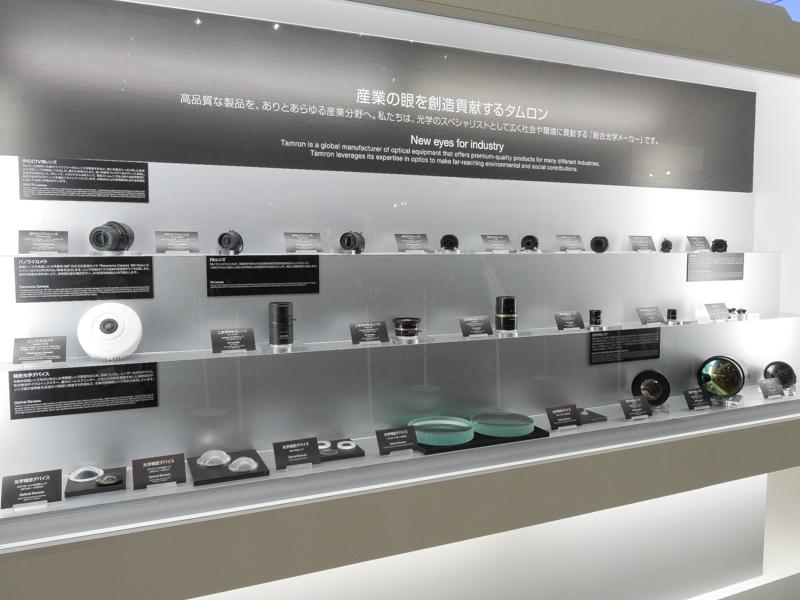 普段見ることのないタムロンの産業用レンズも展示されている