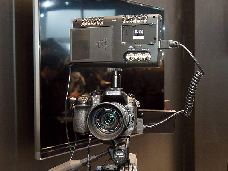 4K動画をアピールするため、ドローンを使った空撮システムや動画撮影システムも展示していた