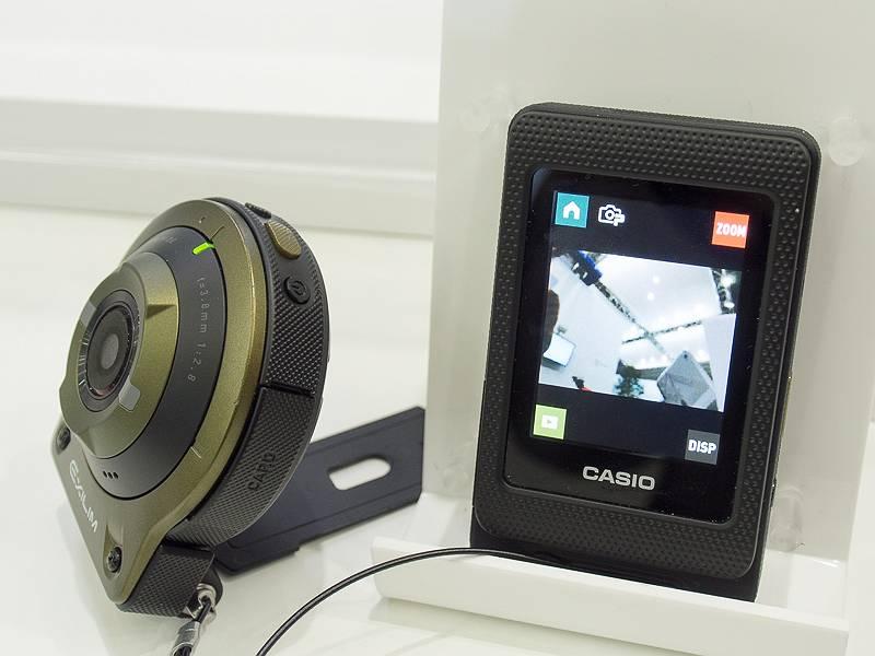 分離させることで、モニタ部をカメラのリモコン的にも使える