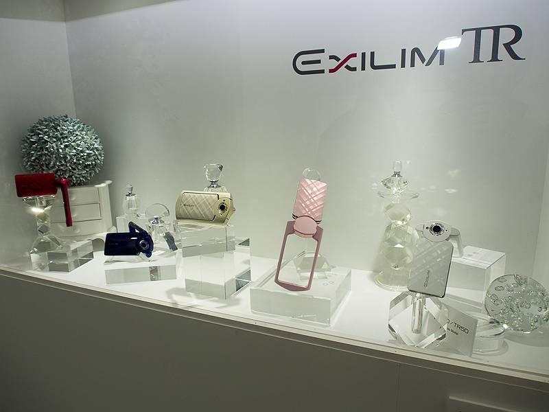 日本未発売のEXILIM TRを展示するコーナーもあった
