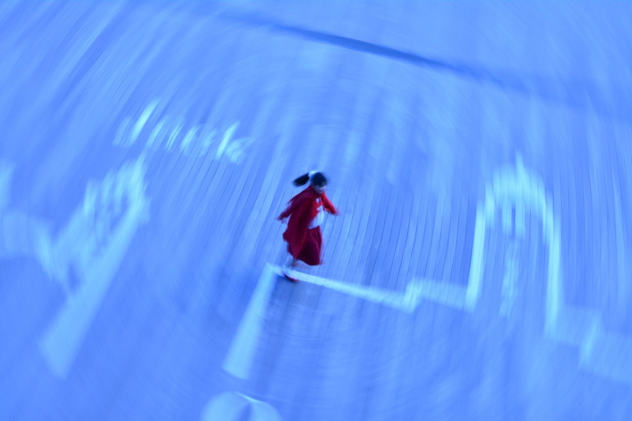 受賞作「少女の願い」は、被写体を造形的に切り取ることで少女の内面を抽象的に表現したカラー3点