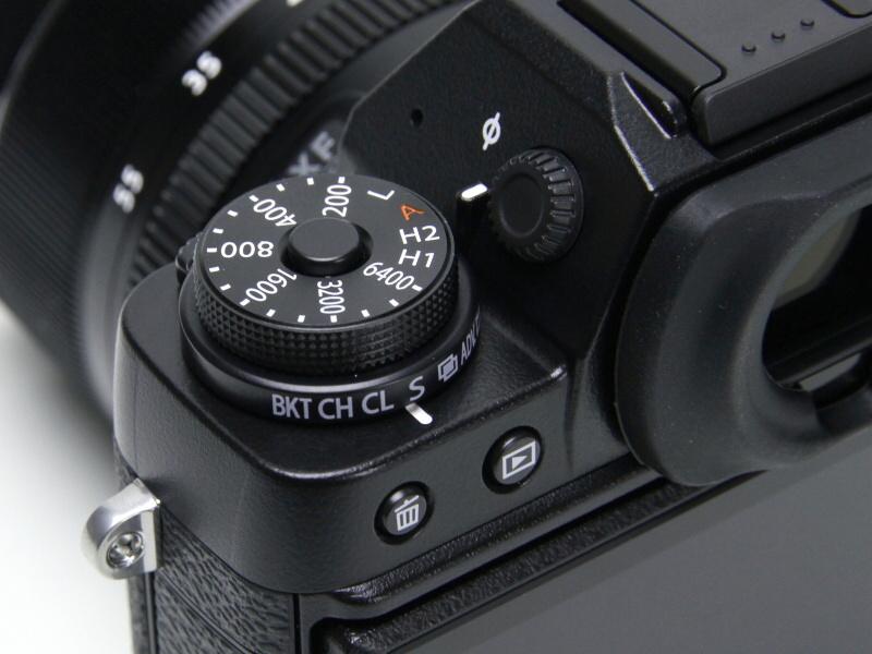 豊富なダイヤルのおかげで、マニュアル撮影が得意なX-T1。フォトグラファーに好評な理由の一つだ。