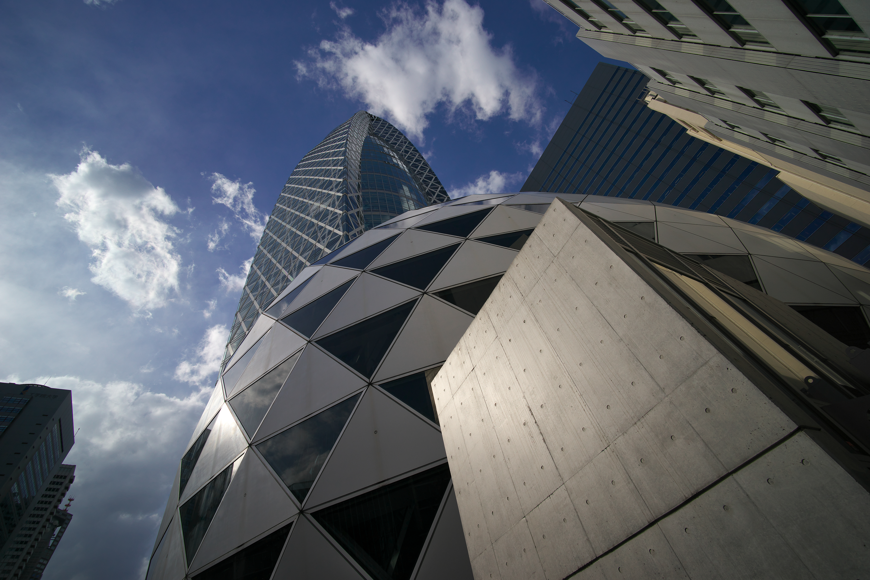 都市風景にも適したレンズで、アングルの取り方でおとなしくみせることもできるし、迫力ある写真も創れる。絞りF11