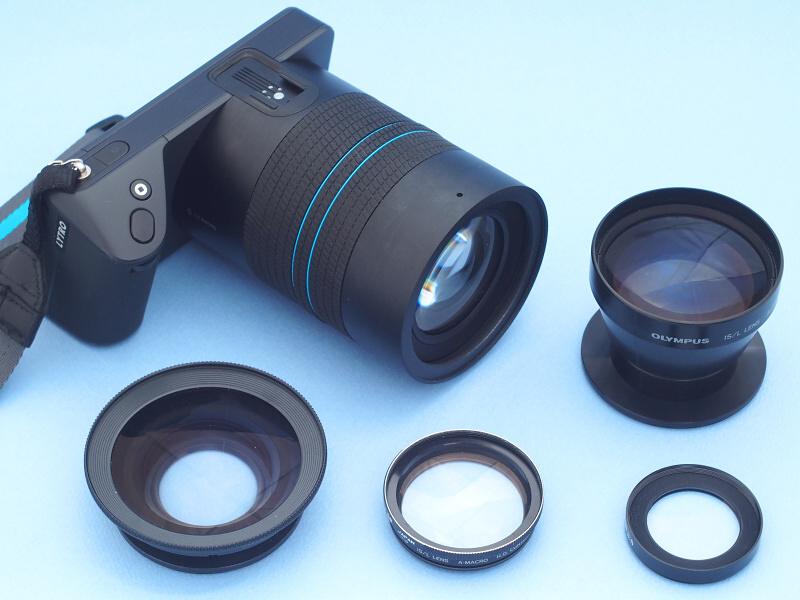 """特異なスタイルが目を惹くLYTRO ILLUMは、""""ピントが変えられる写真""""が撮れるという特殊機能を有するデジタルカメラだ。その機能を最大限に活かすため、レンズはF2ながら30-250mm相当という異例の大口径高倍率ズームを搭載する。今回はこれにマクロ、ワイド、テレ、の各種コンバージョンレンズを組み合わせ、LYTRO ILLUMの未知なる可能性をさらに引き出すことを試みた。"""