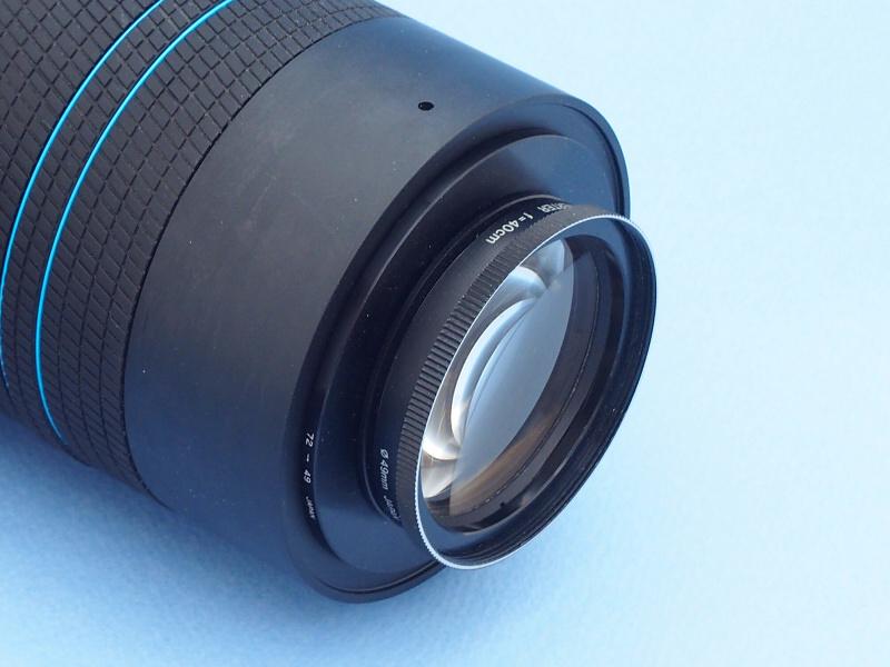 1つめのマクロコンバージョンレンズ「OLYMPUS A-MACRO H.Q CONVERTER f=40cm」は、もともとオリンパスのフィルム一眼レフ「Lシリーズ」専用品で、中古で購入したものだ。LYTRO ILLUMに装着すると広角側ではけられるが、望遠端250mにするとほどよいワーキングディスタンスで、マクロ撮影を楽しめる