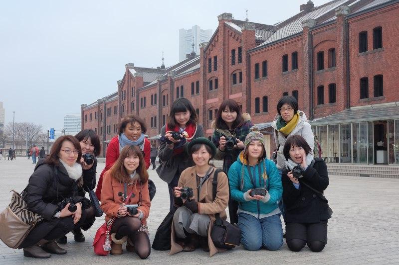 横浜・赤レンガ倉庫前で山本彩乃先生と一緒にパチリ♪