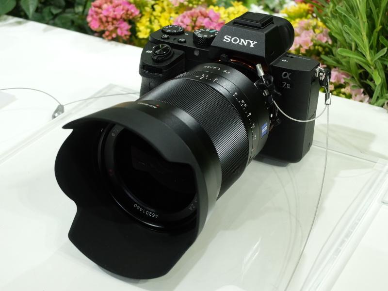 Carl Zeiss Distagon T* FE 35mm F1.4 ZA(写真はCP+2015のソニーブースより)
