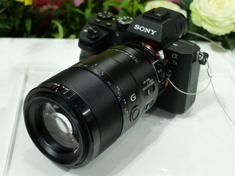 FE 90mm F2.8 Macro G OSS(写真はCP+2015のソニーブースより)