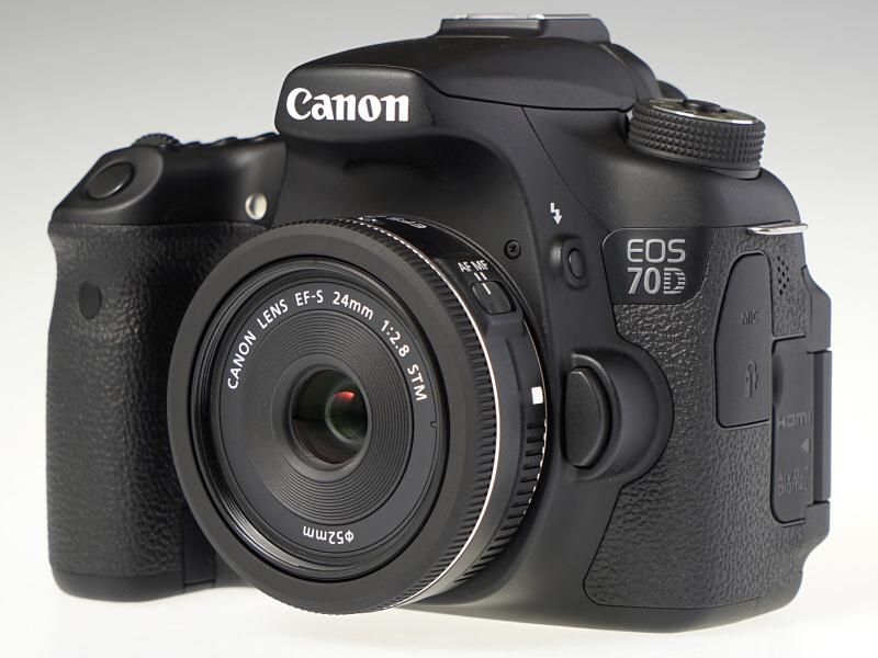 EOS 70Dに装着したイメージ。わずか125gと、とにかく軽くてコンパクト。小柄なAPS-Cサイズのデジタル一眼レフとのマッチングは最高だ