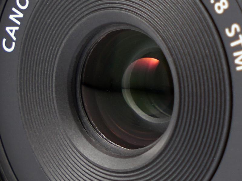 光学系は5群6枚のレンズ構成。後玉のGMo(ガラスモールド非球面)レンズは収差を抑制するとともに小型化にも寄与している